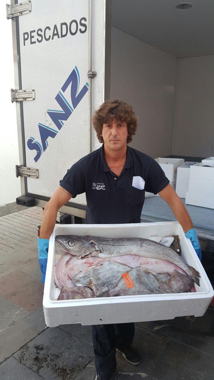 Proveedores Guernica, Pescados Sanz y su repartidor por la zona... Joaquín, alias