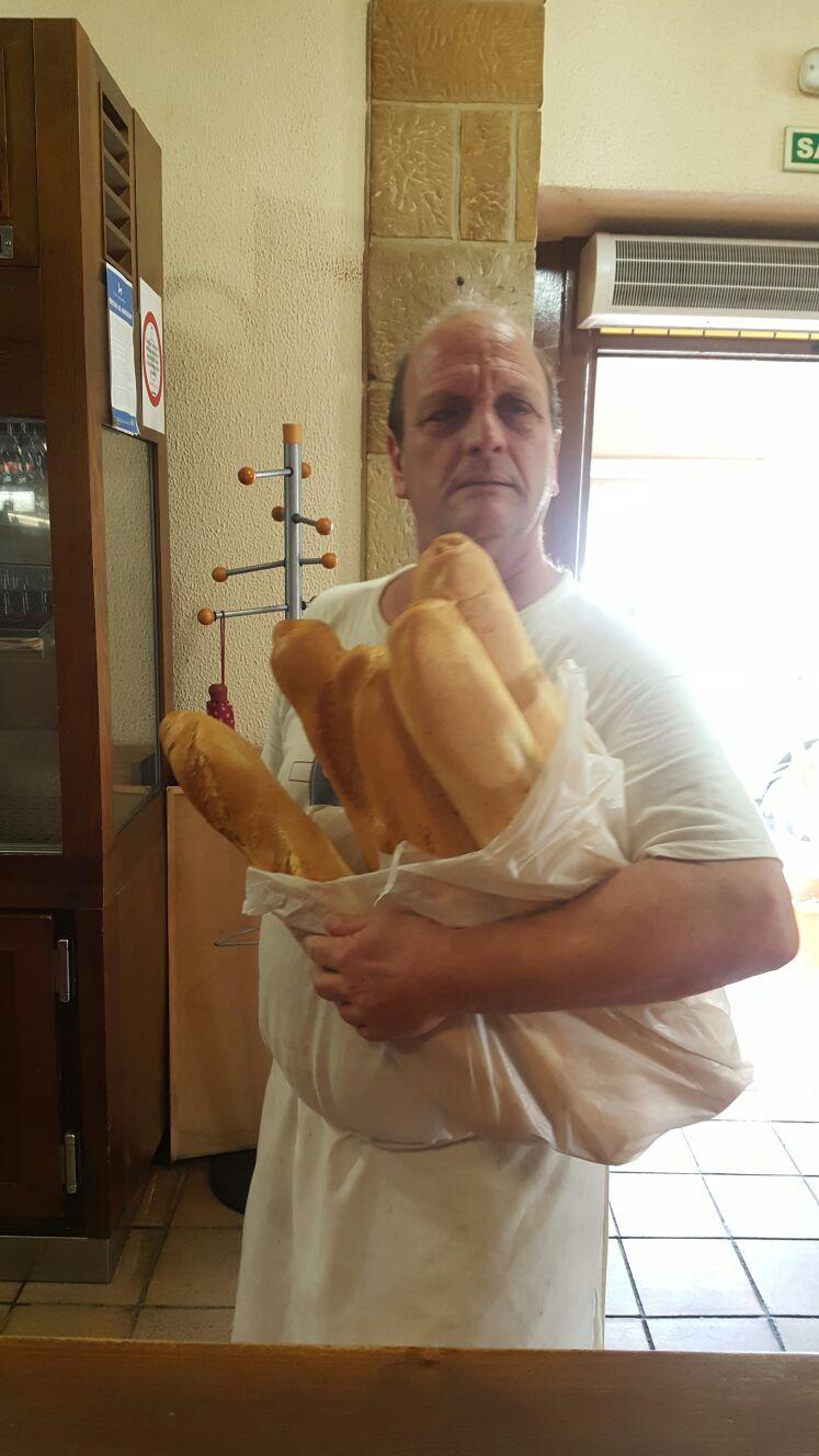 Proveedores Guernica, Angelín... nuestro panadero de confianza